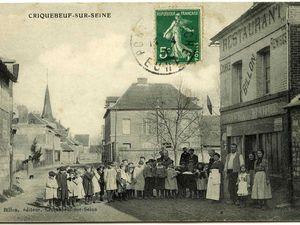 Cartes postales issues des fonds des Archives départementales de l'Eure.