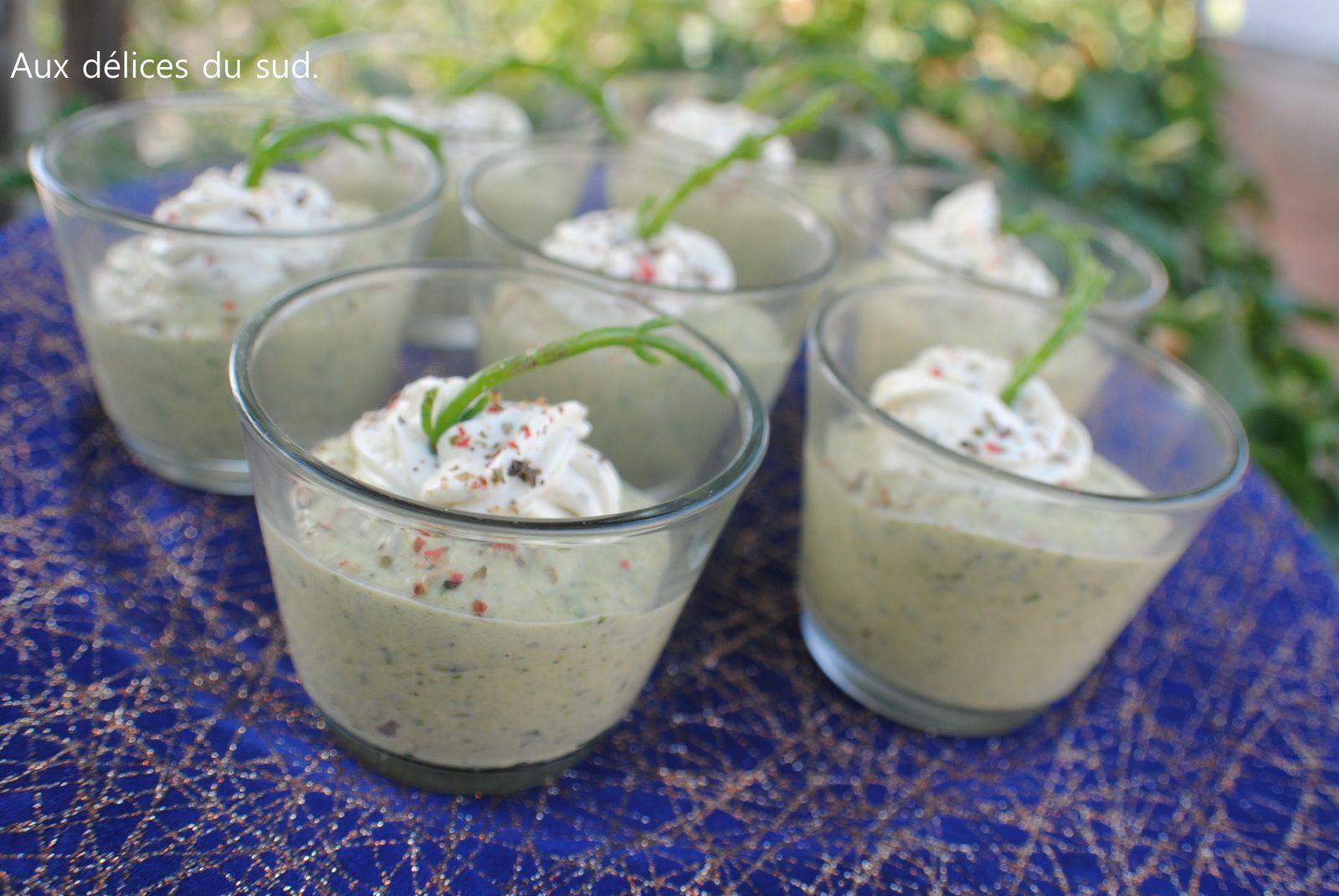 Verrines de courgettes et carrés frais aux herbes .