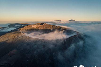 Voici la star emblématique de notre île 🇷🇪 le Piton de la Fournaise l'un des volcans les plus actifs au monde 😍🇷🇪🌋