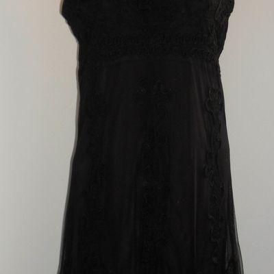 Robe noire courte habillée. Taille 42 (Vendue)