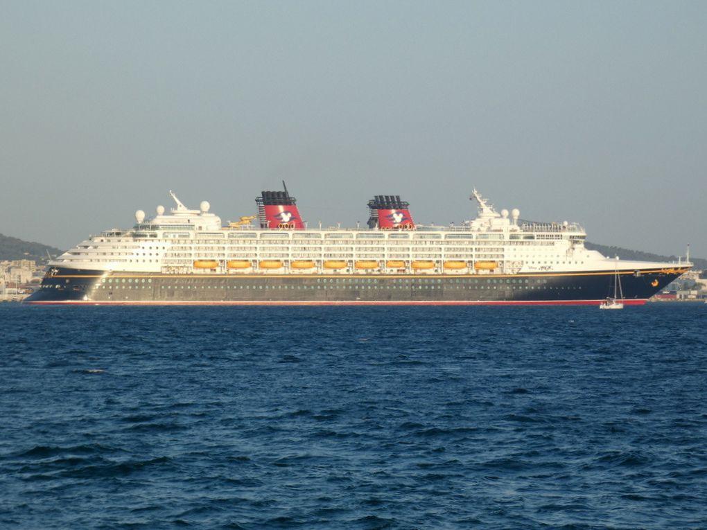 DISNEY MAGIC , arrivant e petite rade de Toulon et se dirigeant vers la Seyne sur Mer le 28 juin 2019