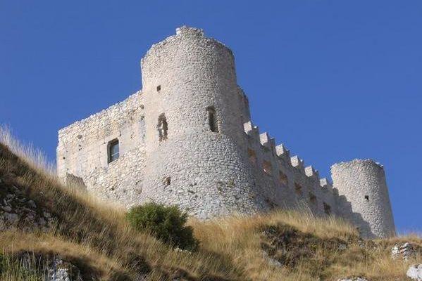 Château de Rocca Calascio dans les Abruzzes..