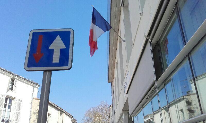 ceci n'est pas un montage nous sommes vraiment français dans l'âme et dans l'esprit.. même d'humour.