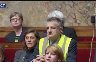 Jean Lassalle en gilet jaune, suspension de séance à l'Assemblée Nationale