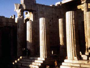Les Propylées et l'apparition du Parthénon au grès de notre ascension...