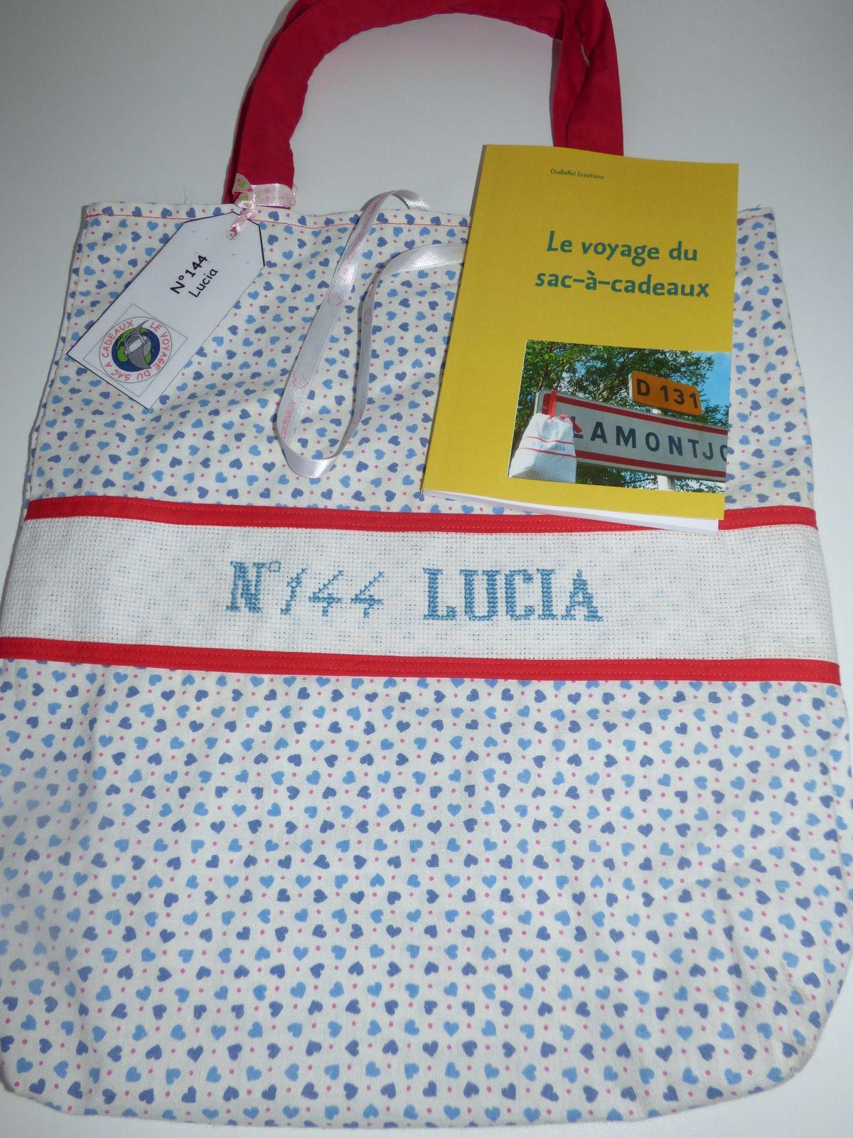 Livre du voyage du sac-à-cadeaux : N°144 LUCIA