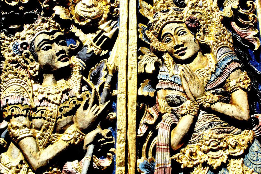 Tout le charme de Jimbaran est là: d'un côté, le monde des pêcheurs, de l'autre, le monde de la religion hindouiste avec ses temples, ses offrandes quotidiennes. Et toujours l'extrême amabilité des Balinais !