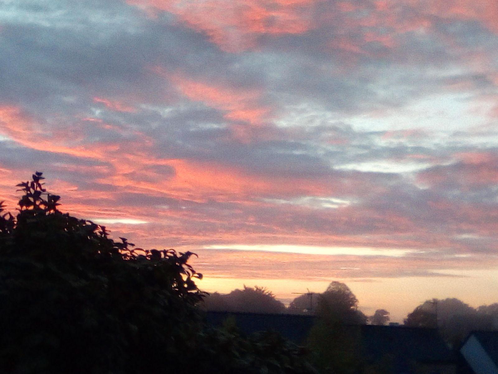 Lever de soleil sur Pluguffan Finistère sud