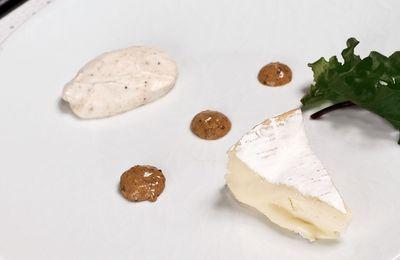 Fromage et son accompagnement à l'assiette : moutarde au pain d'épices