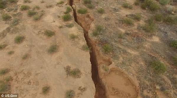 Une énorme fissure dans le désert de l'Arizona pose questions