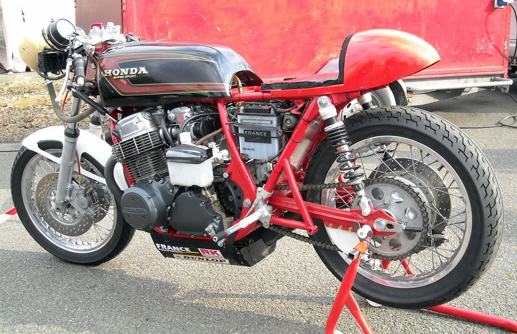 Démonstration motos et sides-car de course anciens au profit des Restos du cœur Carole 2010