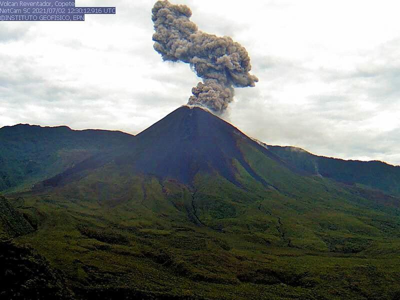 Reventador - 07/02/2021 / 12:30 p.m. - ash plume - IGEPN webcam