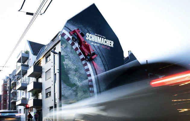 """Marketing : un affichage 3D en ville pour le documentaire """"Schumacher"""" sur Netflix"""
