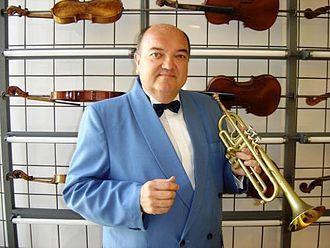 bernard soustrot, un trompettiste classique français frère du chef d'orchestre marc soustrot et lui-même directeur artistique de l'orchestre de chambre occitania