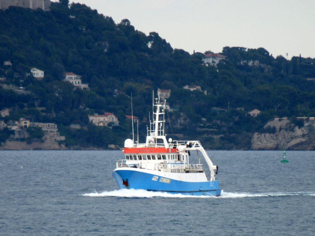 TETHYS  II, navire de recherche océanographique rentrant en petite rade de Toulon le 16 octobre 2016
