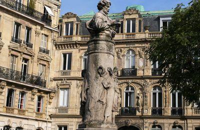 Place Saint-Georges. Le monument à Gavarni. Denis Puech.