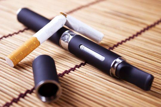 Au Québec, le ministre de la santé vante les biens faits de la cigarette électronique