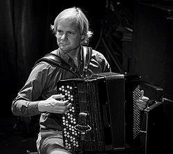 frode haltli, un accordéoniste virtuose norvégien qui explore les racines musicales de son pays dans un style contemporain