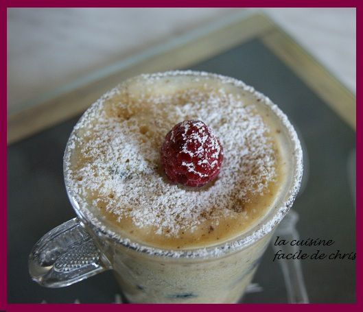 Mug cake noisettes et fruits rouges