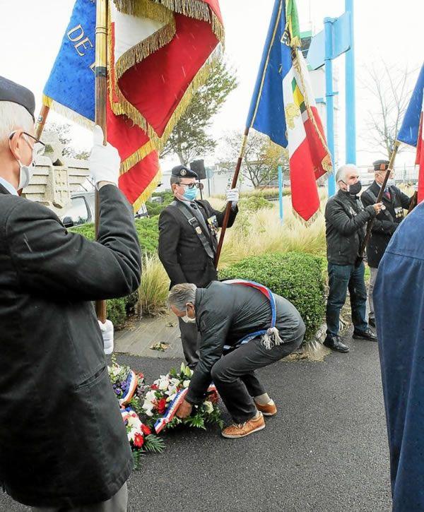 Patrick Le Corre a déposé une gerbe au pied du monument.