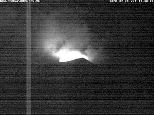 Yasur - glow respectively on 28.02.2020 / 7.30 p.m. and 29.02.2020 / 6.45 p.m. local - VMGD webcam - one click to enlarge