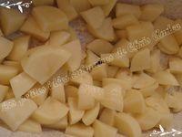 Brochettes de cabillaud au chorizo accompagnées de pommes de terre vapeur.
