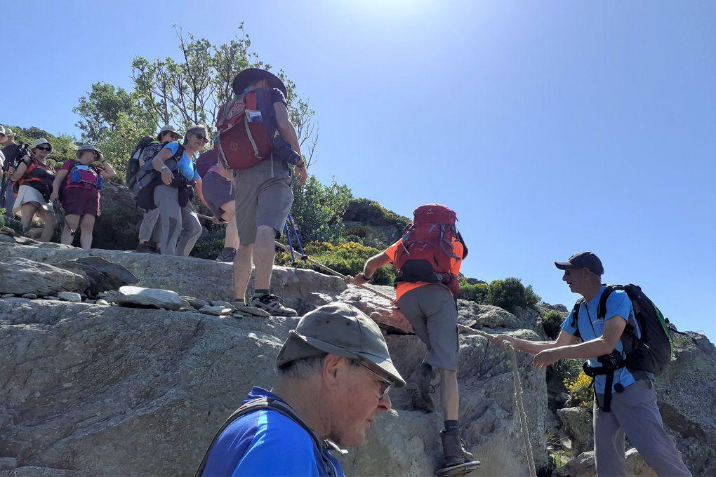 La descente ne fut pas plus aisée que la montée sur un sentier parfaitement balisé mais toujours très pierreux.