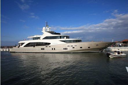 Vidéo Yachting - lancement d'un super yacht de 50m au chantier Couach (33)