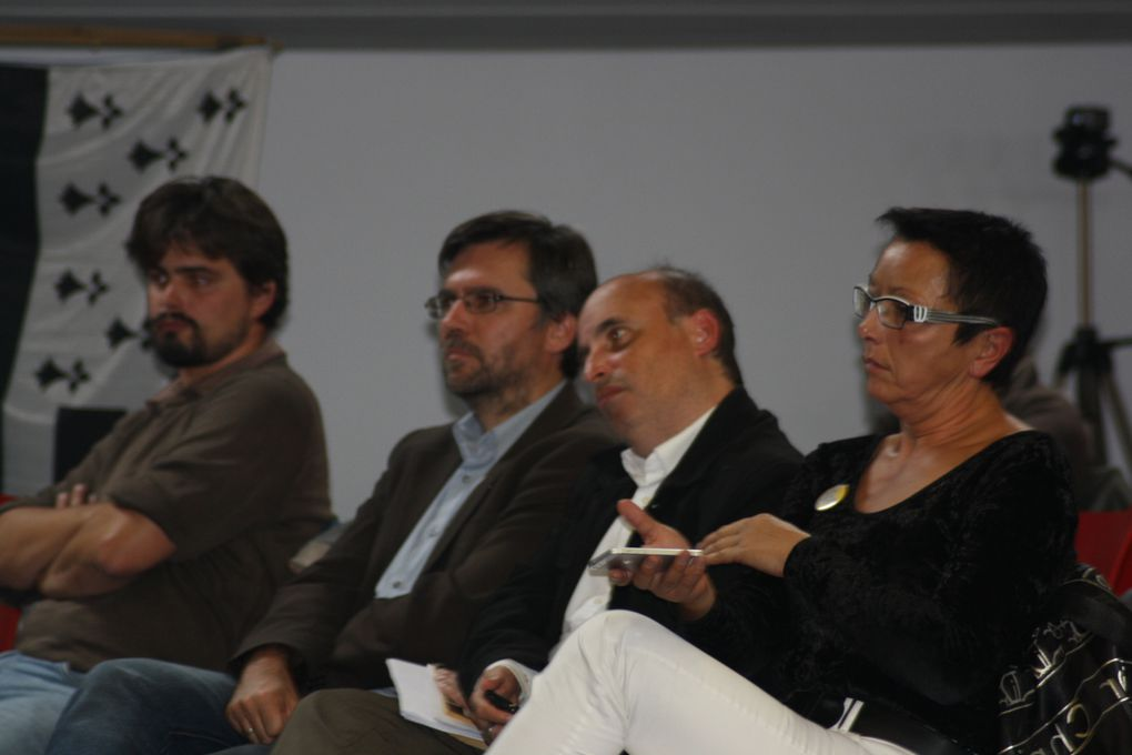 Photos de la conférence-débat organisée par Régions et Peuples solidaires dans la grande salle de la Manufacture des Tabacs de Nantes, le 19 septembre 2013.