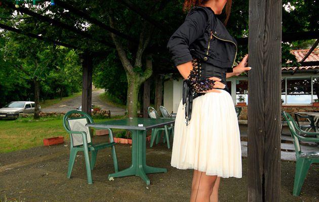 Chantons sous la pluie, version corset et bas couture ...