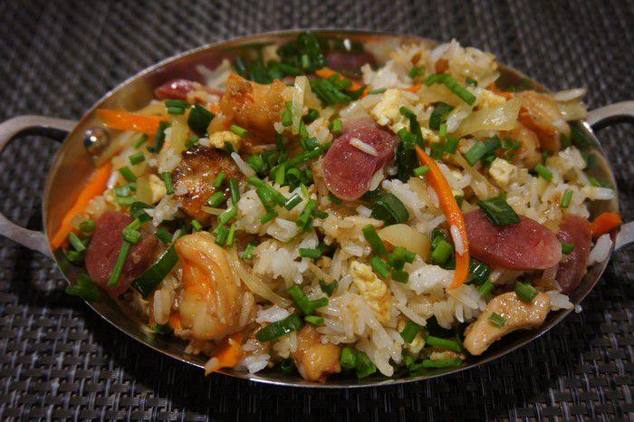 Riz frit mauricien associé à la sauce à l'ail