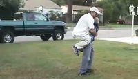 Drôles de costumes entre un père et son fils - 2 videos