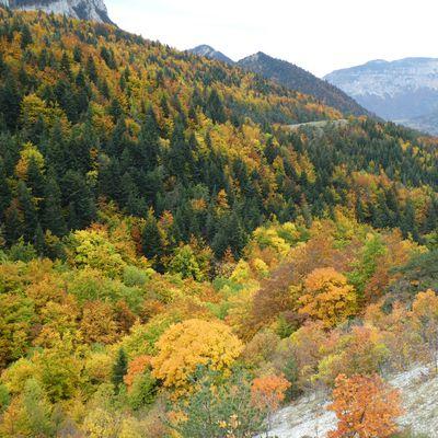 Grande Traversée du Vercors version jaune et rouge .