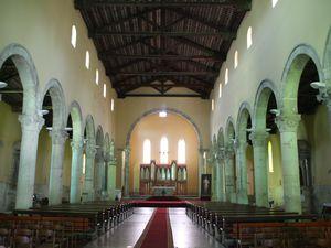 Les arênes (panem et circensens), le temple d'Auguste, le couvent franciscain et la cathédrale.