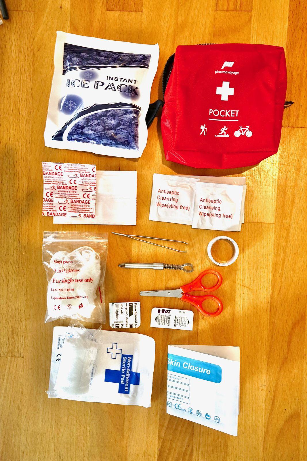 Bouteille Klean Kanteen ; kit Pharma Voyage Pocket