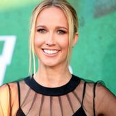 'Pitch Perfect' Actress Anna Camp Reveals Coronavirus Diagnosis, Has 'Lingering Symptoms' a Month Later
