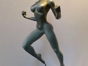 On peut voir que les jambes ont étés crées en Magic Sculpt et Green Stuff sur du fil de cuivre