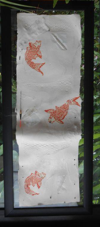 papier de chanvre , transparence en lokta , inclusion de soie brute et de fibres textiles, gaufrage