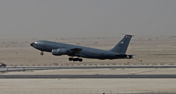Photo : (c) USAF - Décollage d'un ravitailleur KC-135 du 340th EARS depuis Al Udeid.