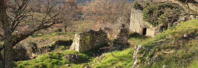Le Puy-Sainte-Réparade (2) : les ruines de l'ancien village / Balade dans les Bouches-du-Rhône