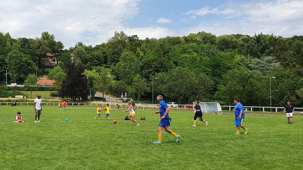Fête de l'Ecole de Foot : le match de l'apm (mamans contre les dirigeants.