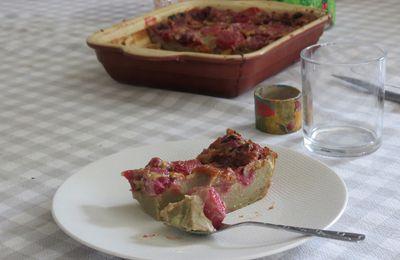 Clafoutis aux fraises et aux cerises parfumé à la pistache