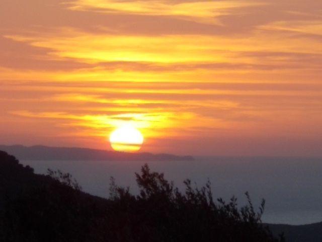 le château, Parga town center et sa plage,préparatifs pour la récolte de l'olive, une plage voisine a un km de l hotel  et dodo le soleil de la chambre sur l'île de Paxos