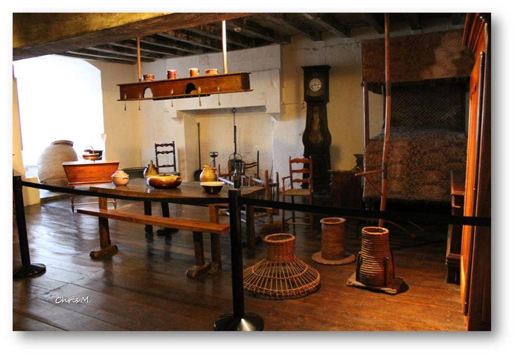 salle poitevine; reconstitution d'un intèrieur poitevin