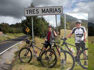 Tres Marias par Huitzilac, une grosse montée pour deux compères aussi cyclistes que  chenus