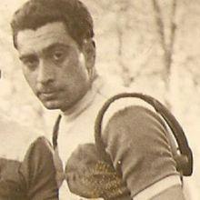 José Alonso un grand monsieur oublié- Avec le décès de ce vénérable monsieur de 93 ans, c'est un grand serviteur du cyclisme qui disparait. Né le 22 septembre 1926 à Bilbao, il était venu avec ses parents s'installer à Bayonne. Il signe sa première licence en 1943 au Guidon Bayonnais, club auquel il restera fidèle toute sa carrière, (mis à Part les  ...- (Gérard DESCOUBES - SudGironde-Cyclisme)