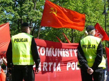 Victoire pour les communistes polonais qui obtiennent la levée de l'interdiction des symboles communistes mais qui restent vigilants face à l'offensive anti-communiste européenne