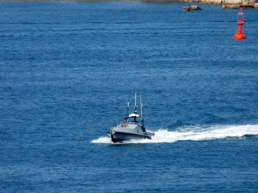 INSPECTOR , navire de recherche et d'essais de la CNIM (Constructions Navales et Industrielles de la Méditerranée )