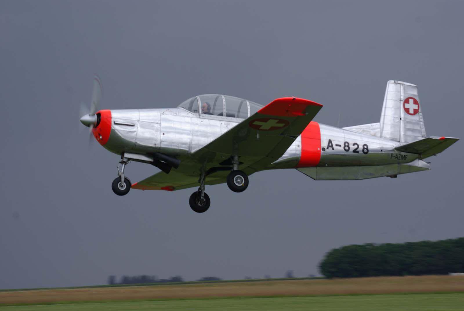 Le Pilatus P-3 F-AZMF au décollage.