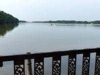 Un restaurant sur la lagune à Khlung